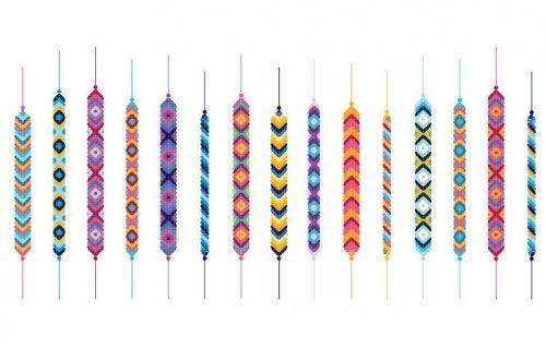 Pulseiras com fios coloridos
