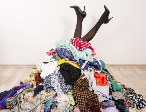 Ideias para guardar as roupas sem ter um armário