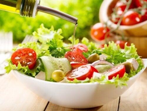Salada com azeite