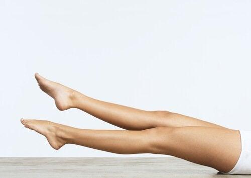 Exercício com as pernas para reativar a circulação sanguínea