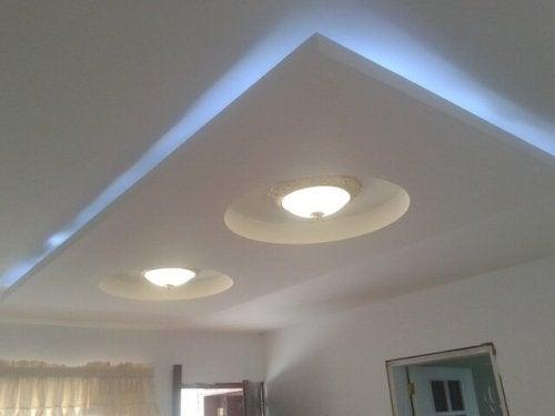 Pode decorar um teto falso com led