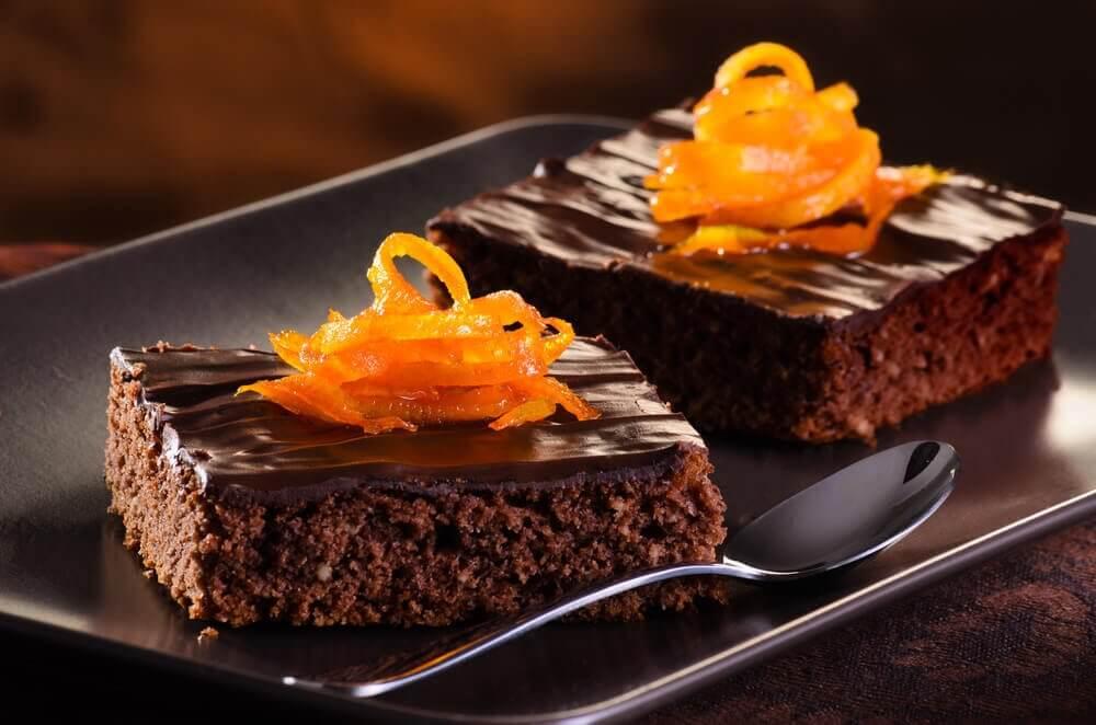 Prepare uma deliciosa torta de laranja e chocolate