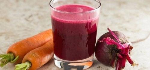 Suco de beterraba ajuda a combater a anemia em casa
