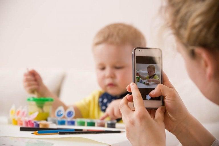 5 coisas que não deveria publicar sobre seus filhos na Internet