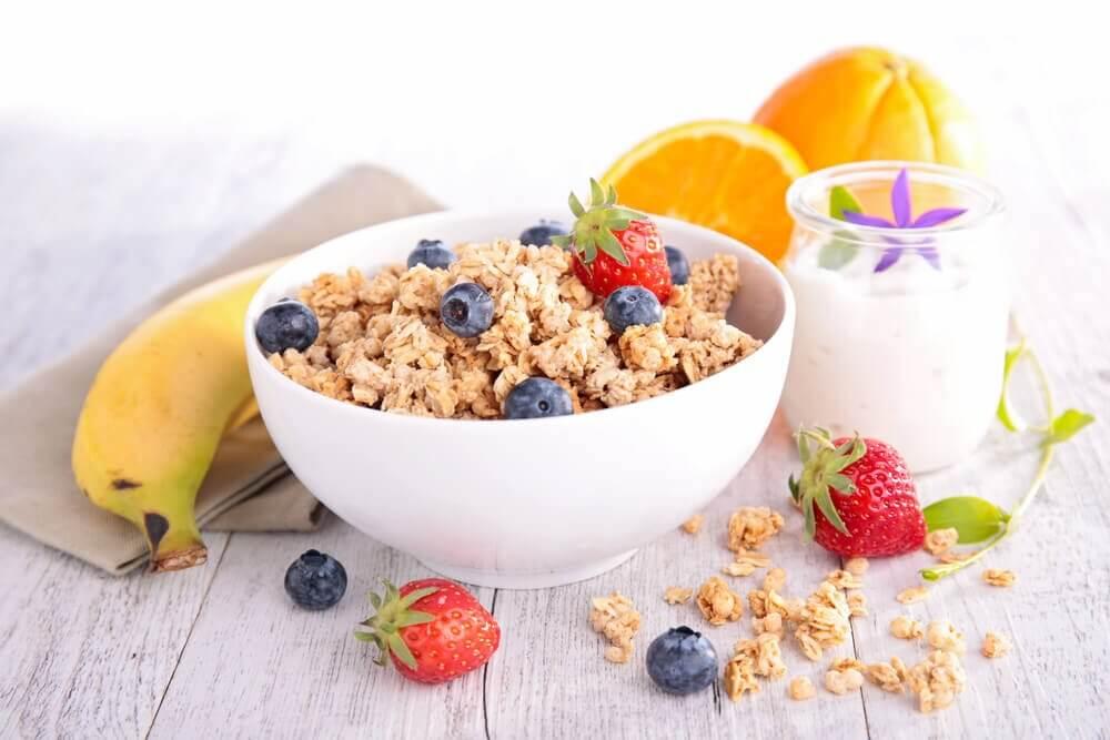 5 truques para ter um café da manhã saudável e pobre em calorias