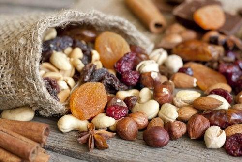 Quais são as contribuições dos frutos secos para a dieta