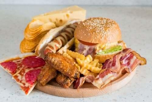 Da mesma maneira que existem carboidratos bons e carboidratos ruins, existem gorduras saudáveis e benéficas e outras prejudiciais