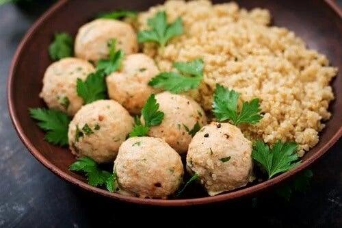 Como fazer almôndegas de quinoa e grão-de-bico