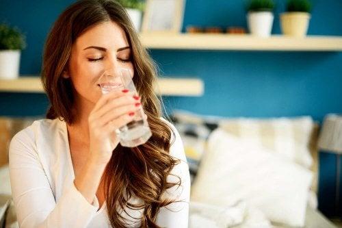 Beba bastante água se quiser manter a pele suave