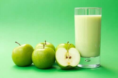 Bebida saciante de pera, chia e aveia para perder peso