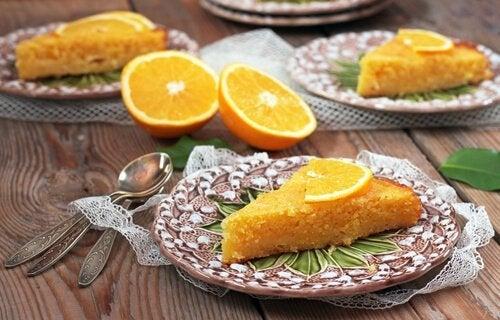 2 maneiras de fazer um bolo de laranja com ingredientes saudáveis