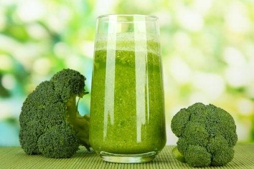 Suco de brócolis é um dos remédios para prevenir a osteoporose