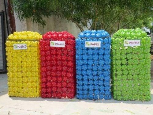 Cestos para colocar o lixo reciclável