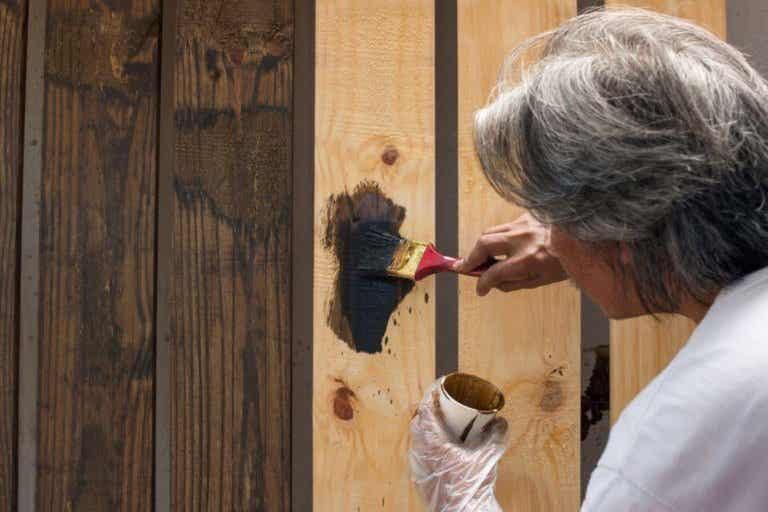Como consertar objetos de madeira?
