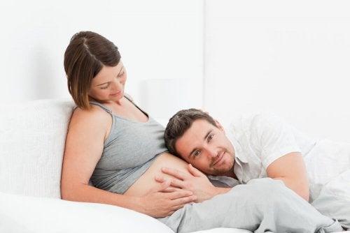 Casal esperando um bebê
