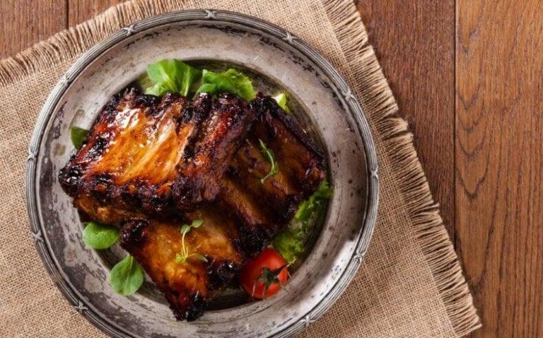 Prepare estas deliciosas costelas cozidas com batatas