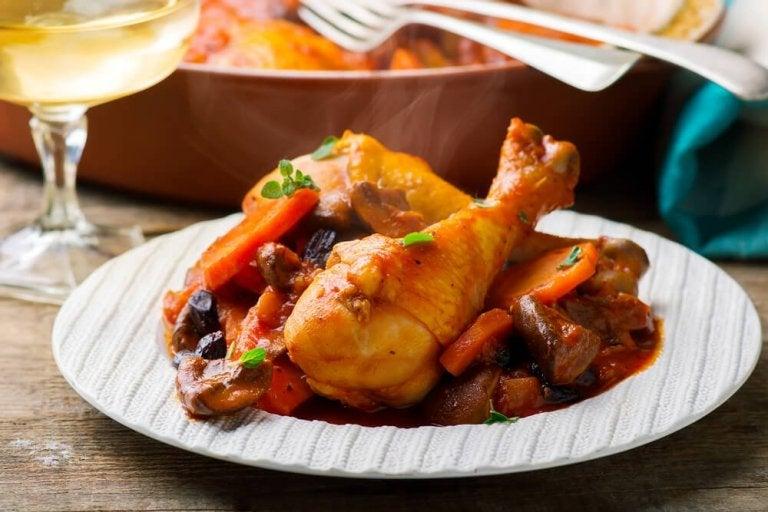 Delicioso frango ensopado ao estilo da avó