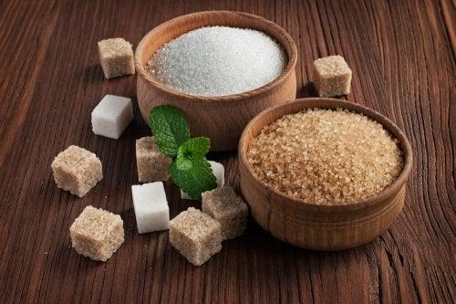Açúcar mascavo e refinado