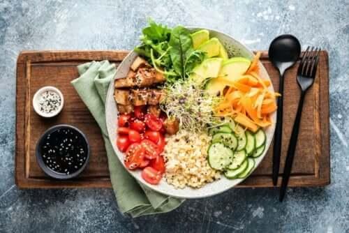 Como fazer uma dieta anti-inflamatória para tratar o ácido úrico