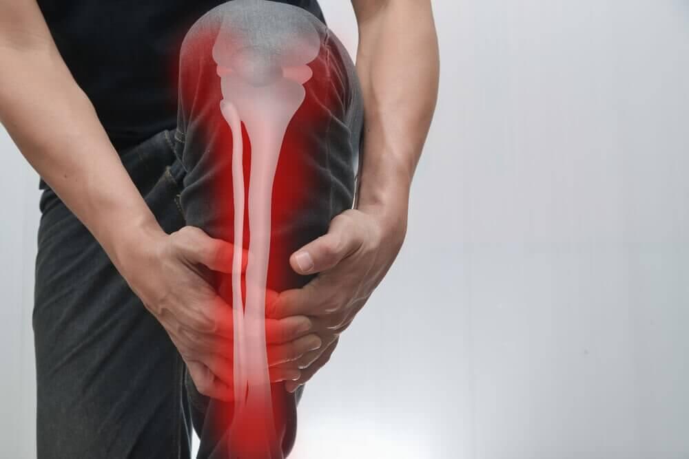 Dor nos ossos: causas, sintomas e tratamento
