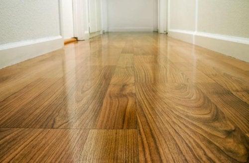 Como proteger pisos de madeira