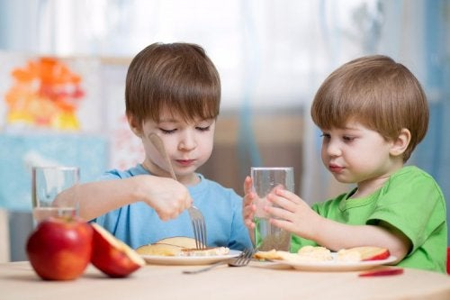 Evite publicar sobre seus filhos na Internet quando estão com outras crianças