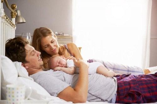 Um filho pode mudar as horas de sono do casal