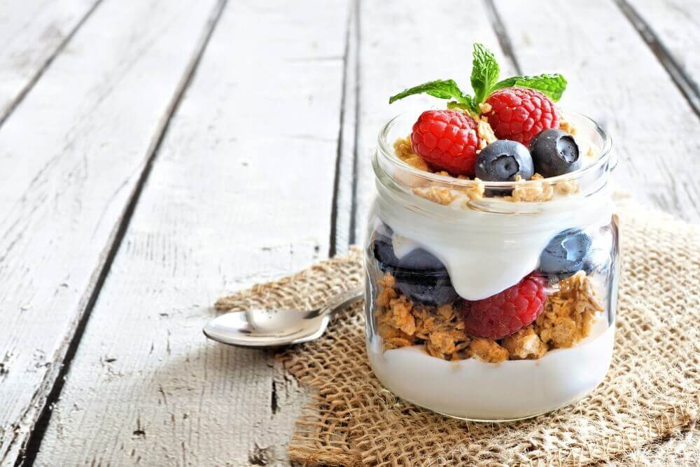Receita simples de iogurte caseiro de frutas