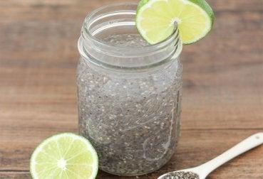 Água de sementes de chia para tratar a síndrome do ovário policístico