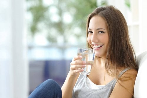 Beber bastante água ajuda a combater a psoríase