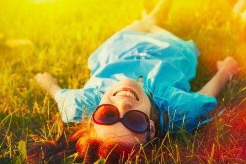 A felicidade ajuda  a tonificar o rosto