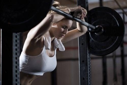5 consequências de fazer muito exercício físico