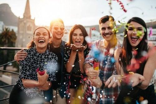 As amizades ajudam a evitar depender emocionalmente do parceiro