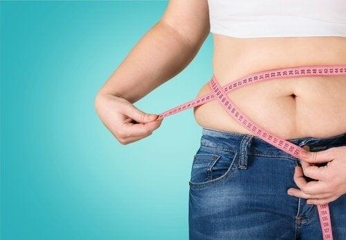 Se quiser disfarçar a barriga, não use roupa apertada