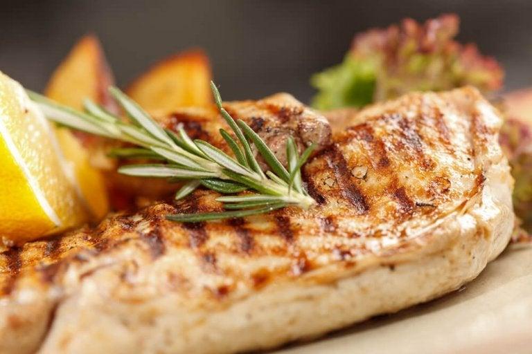 3 maneiras saudáveis de cozinhar peito de frango