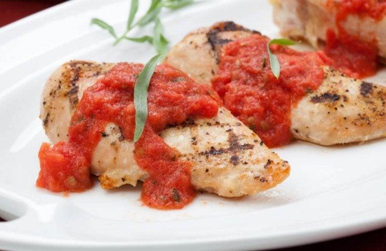 Receita para preparar peito de frango com tomate