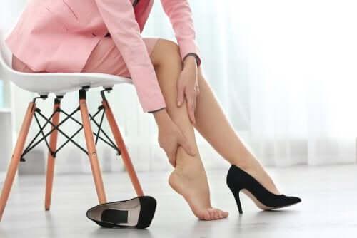 Pernas inchadas: 5 remédios caseiros que as aliviam