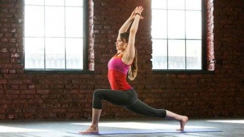 Postura de ioga para emagrecer