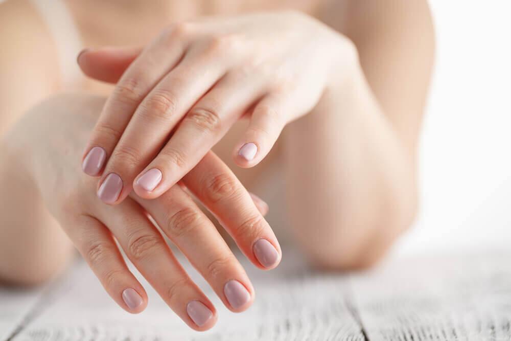 Cuidados básicos para proteger as mãos do sol