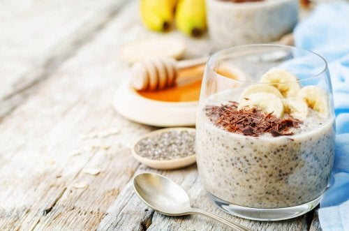 Pudim de banana e chia sem lactose para estimular sua digestão