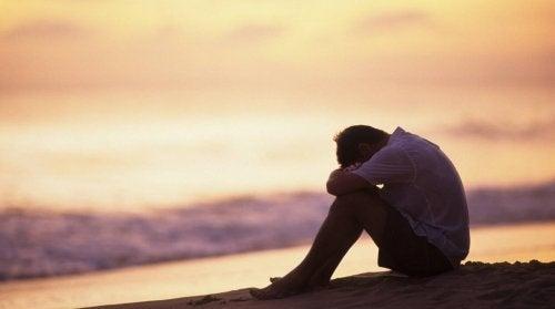 Homem que não pode superar o sofrimento por amor