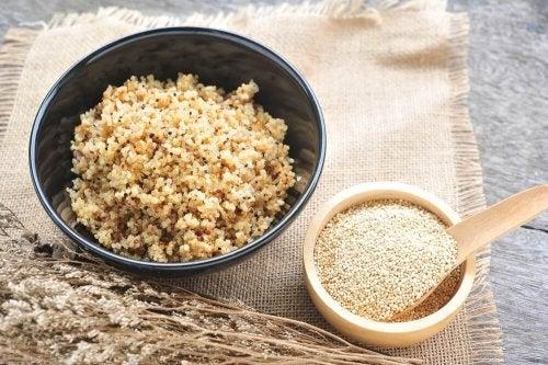 Pode incluir arroz integral em seu risoto de quinoa