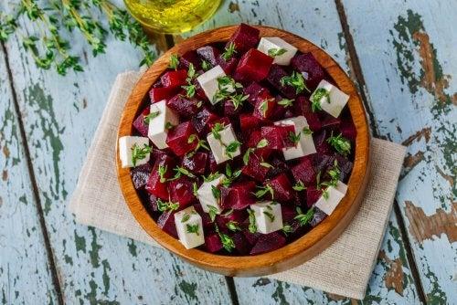 Aprenda a fazer uma deliciosa salada de beterraba