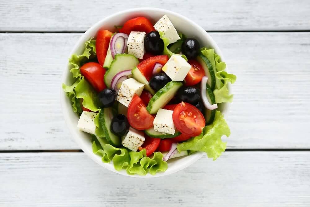 Receita para surpreender com uma deliciosa salada grega