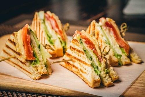 Sanduíches podem ser parte do cardápio dos jantares em família