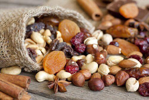 Pode incluir frutos secos na dieta mediterrânea