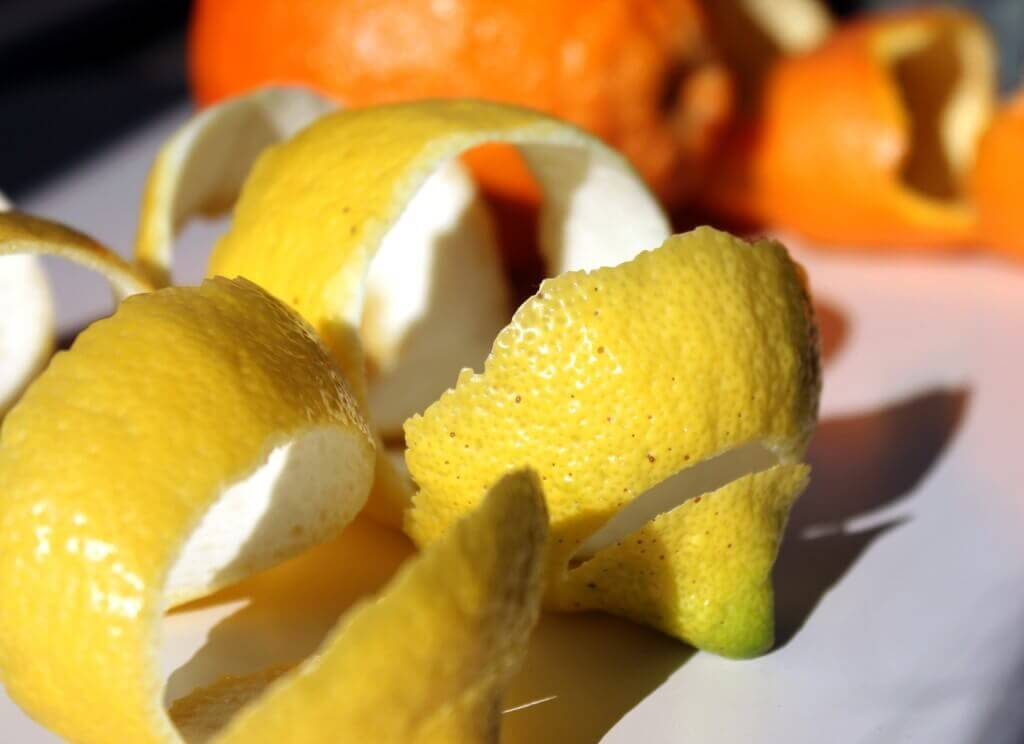 A casca de limão é incluida no sorvete de limão