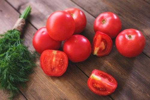 Tomates cortados