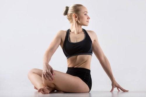 Postura de ioga para relaxar a tensão cervical