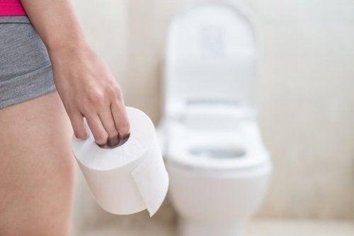 Mulhere com prisão de ventre costumam ir ao banheiro com frequência